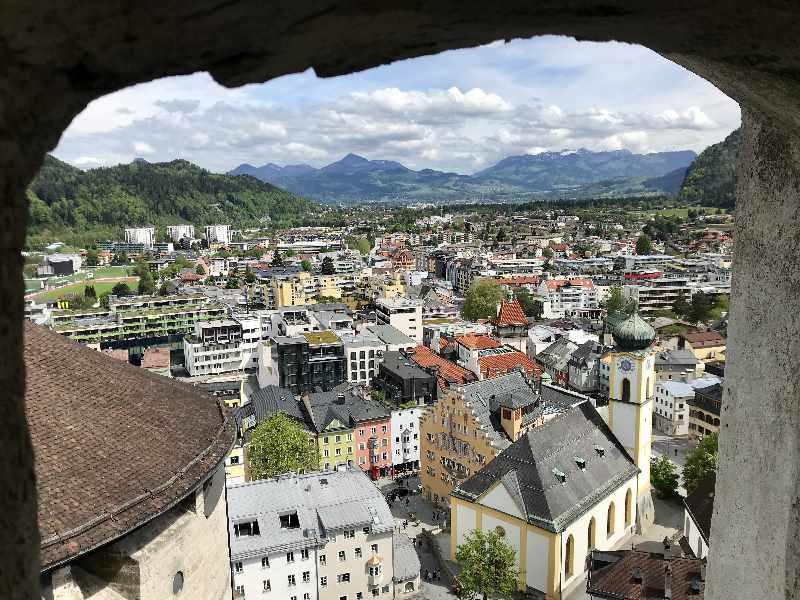Kufstein Innenstadt - Der Blick aus der Festung über Stadt und Berge