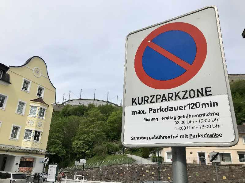 Kufstein parken - alle Parkplätze sind unter der Woche gebührenpflichtig, am Samstag kannst du auf wenigen Parkplätzen bei der Festung kostenlos parken.