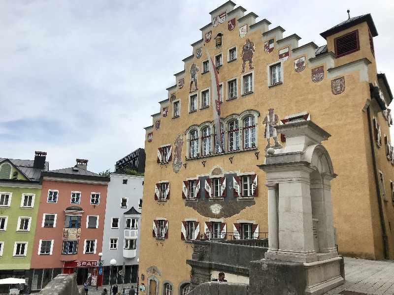 """Rathaus Kufstein - die """"schöne"""" Seite am Oberen Stadtplatz"""