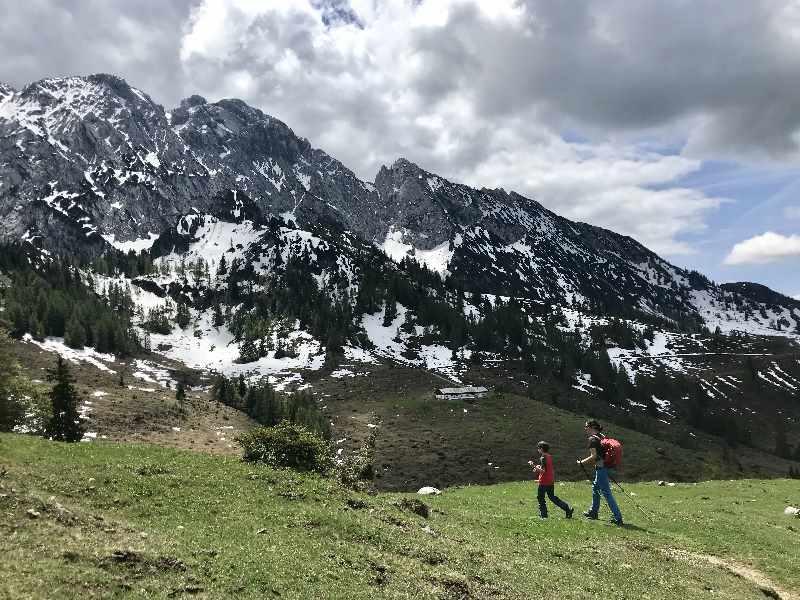 ...  hinein in die Natur! Perfekte Wanderung im Kaisergebirge