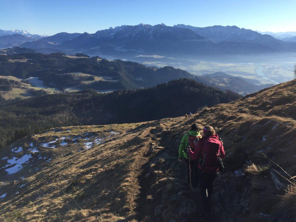 Herbstwanderung mit Weitsicht auf das Kaisergebirge