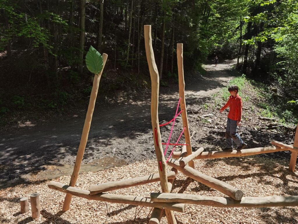 """""""Fühl dich wie ein Insekt"""" - Dank den Spielstationen abwechslungsreich in Kufstein wandern mit Kindern"""